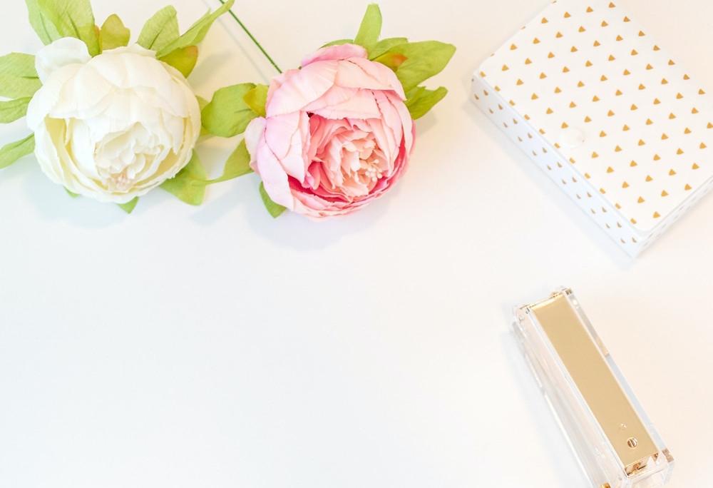 roses, desk. how to master manifesation and manifest your dreams