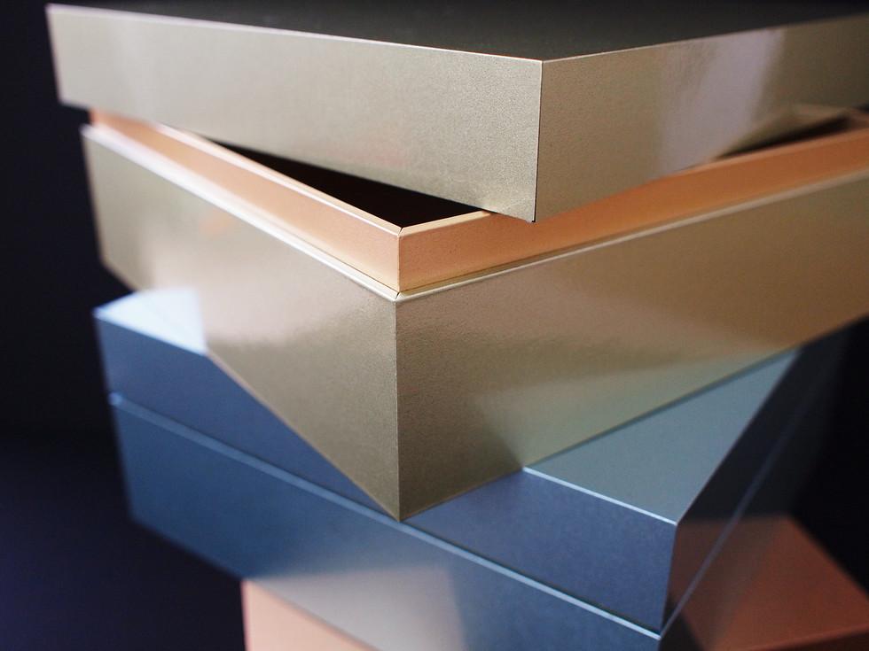 artless gold v-cut box sample 2