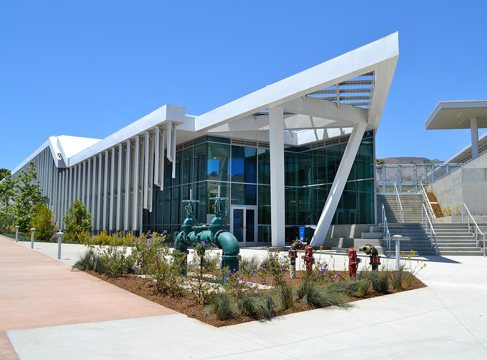 Malibu High School/Middle School Entrance