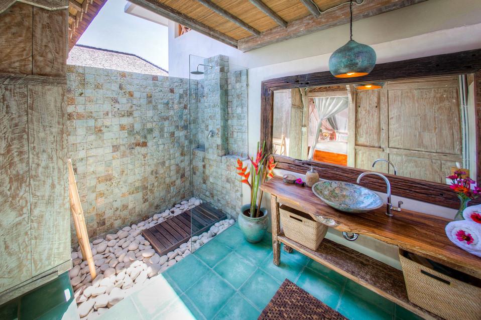 Kasih deluxe bungalow bathroom.jpg