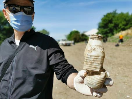 Τρίκαλα: Μάζεψαν τρεις τόνους απορριμμάτων από ποτάμι - Βρέθηκε και ένα πλαστικό μπουκάλι 40 χρόνων