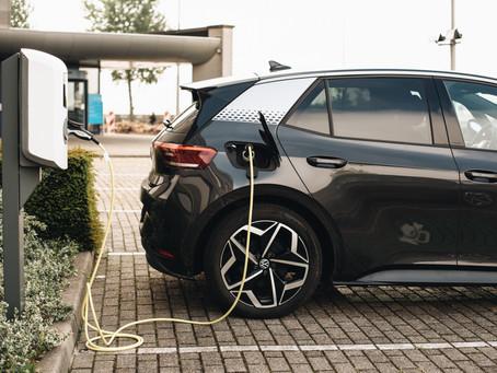 Η ηλεκτροκίνηση «βολεύει» το περιβάλλον και την οικονομία