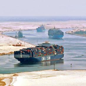 25 πετρελαιοφόρα μεταξύ των εγκλωβισμένων πλοίων στη Διώρυγα του Σουέζ