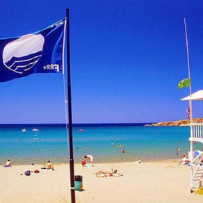 """Ποιες Ελληνικές ακτές χάνουν την """"Γαλάζια Σημαία"""""""