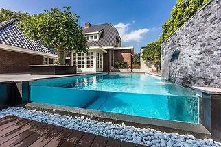 aménagement-de-piscine-cascade-petits-ga