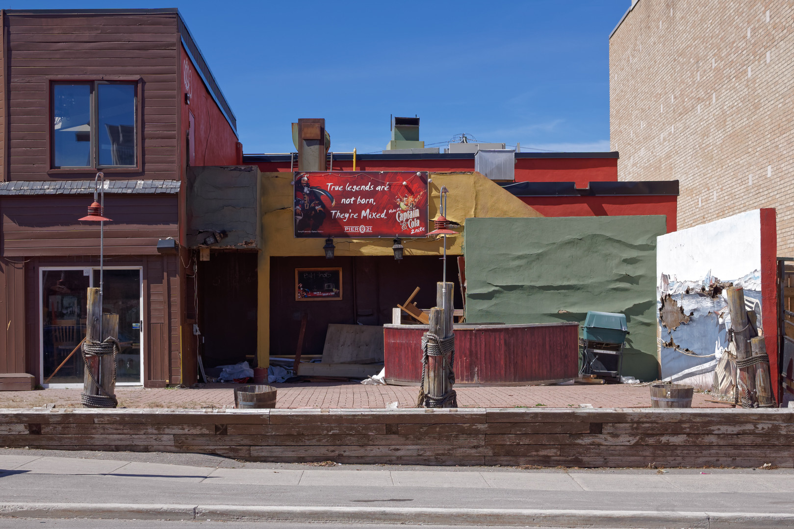 Oustrousity Facade Neighborhood