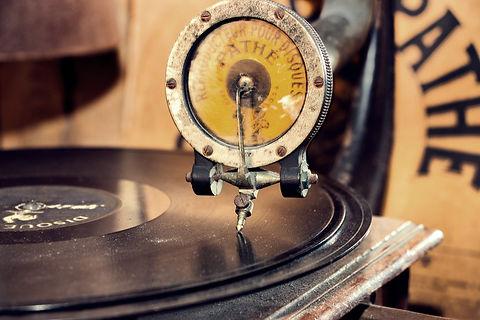gramophone-5168549_1920.jpg