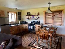 Groom's Cabin - Kitchen/Dining Main Floor