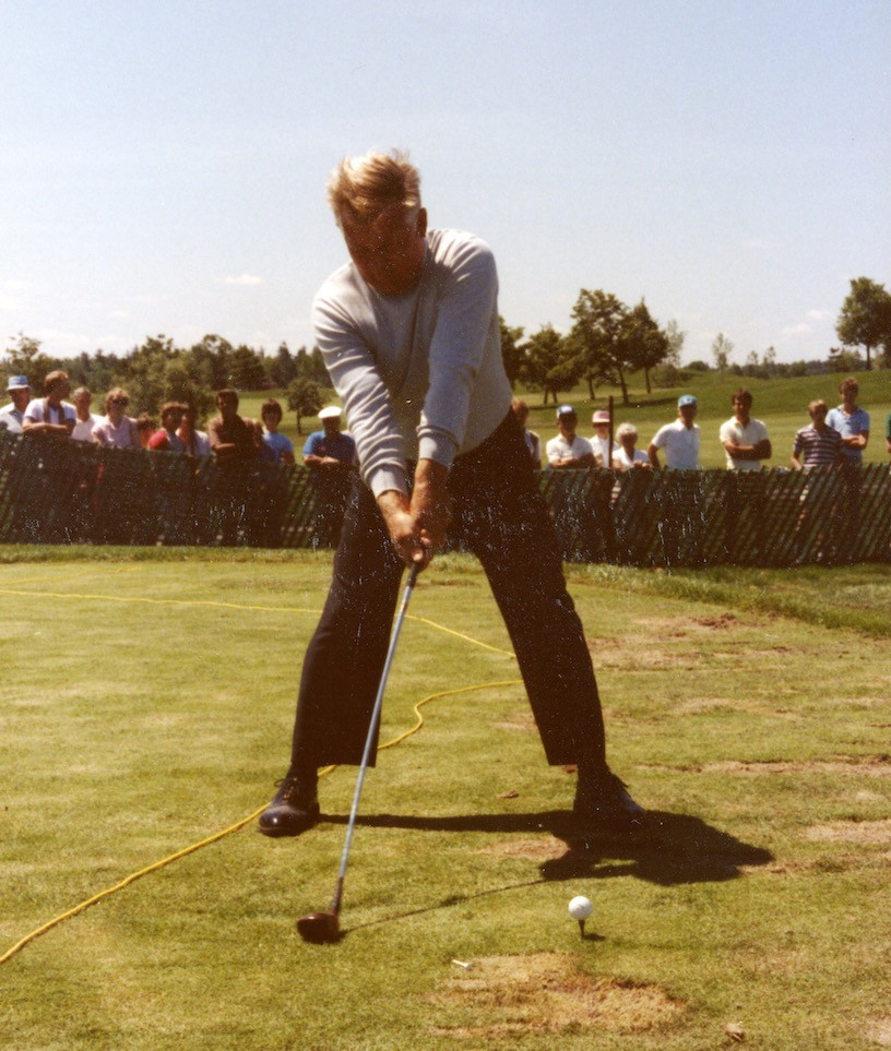 Moe Norman practices on the driving range at the1984 Canadian Open