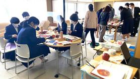 岡崎市の中学校へ臨床美術の出張講師をしました。