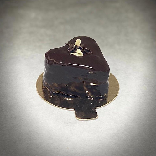 VAL2021 - Heart shaped cake