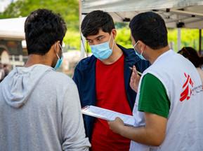 Les Transmetteurs vaccinent les personnes en situation de grande précarité porte de la Villette
