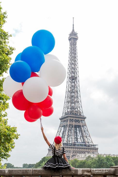 Bastille Day in Paris, Balloons