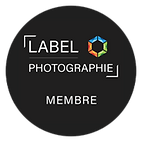 Label-photographie-le-badge-rond.png