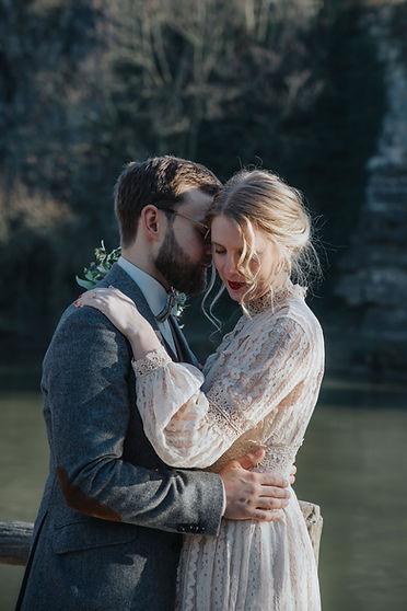 wedding couple at Parc de Buttes-Chaumont