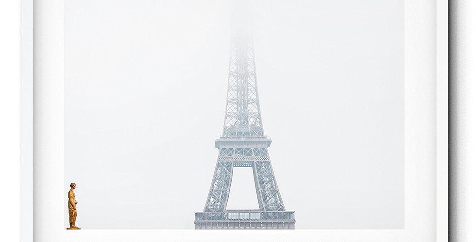 Tour Eiffel in the mist