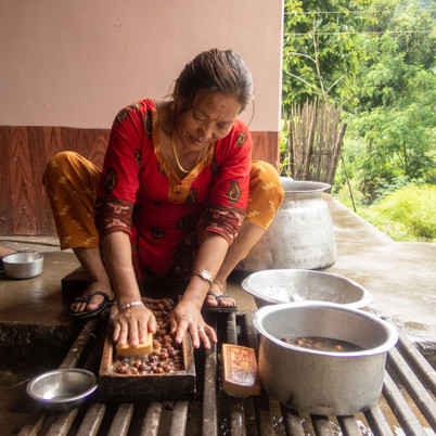 Preparing the Dana (for bracelets and necklesses) - Bahrabise - Sankhuwasabha District