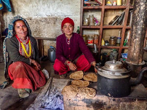Lunch break, the best roti and tarkari - Nauri Ghat - Mugu