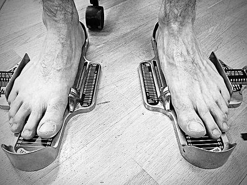 Brannock _2_Feet.jpg