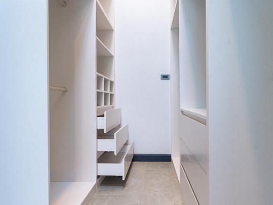 16_Elegant build-in wardrobe for master