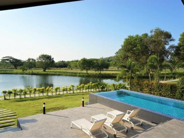 15_Pool Terrace.png