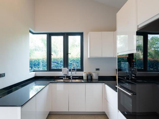 9_European style kitchen.png