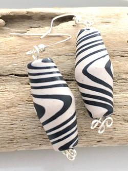 Black & White Swirl Stripe Earrings - De