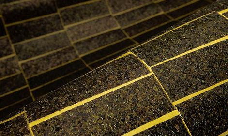 tapet artisan cluj, tapet cu dreptunghiuri pe fundal galben, tapet cu dreptunghiuri lipite , tapet cu mica diverse culori.jpg
