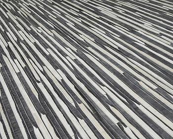 tapet kami -ito cluj,tapet cu materiale naturale, tapet cu lemne alb cu maro, tapet cu liniute orizontale.jpg