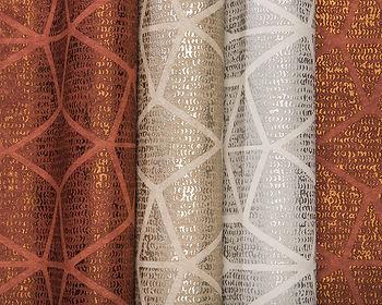 tapet avenue cluj, tapet cu hexagoane in nuante calde aurii,tapet cu desen geometric, tapet stil contemporan, design de lux, magazin tapet cluj.jpg