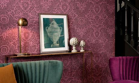tapet flamant memoires cluj, magazin tapet cluj, design interior cu tapet,tapet stil clasic,tapet cu motive clasice tapet cu medalioane,design interior eclectic,tapet violet.jpg