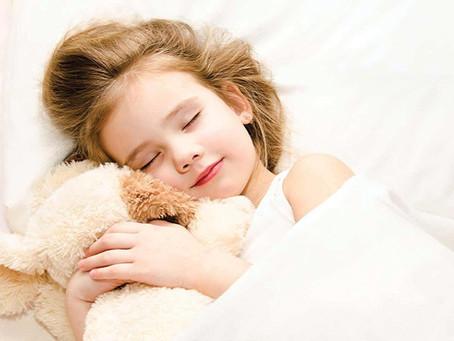 Πώς ο ύπνος νωρίς το βράδυ μπορεί να έχει διαρκή οφέλη στα παιδιά