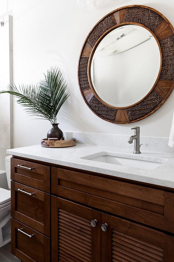 guest-bath-louvered doors.jpg