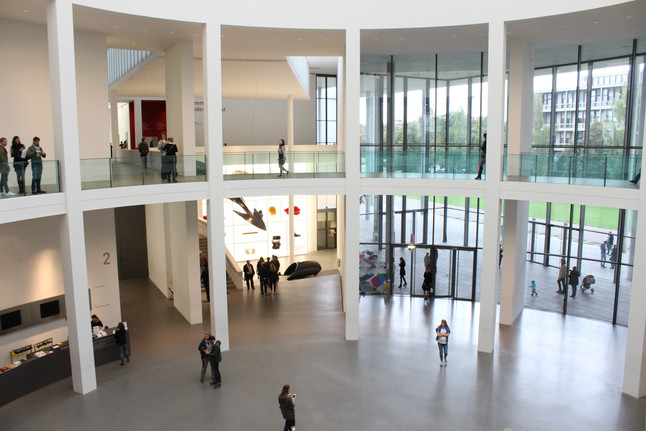 Streifzug durch die Pinakothek der Moderne in München