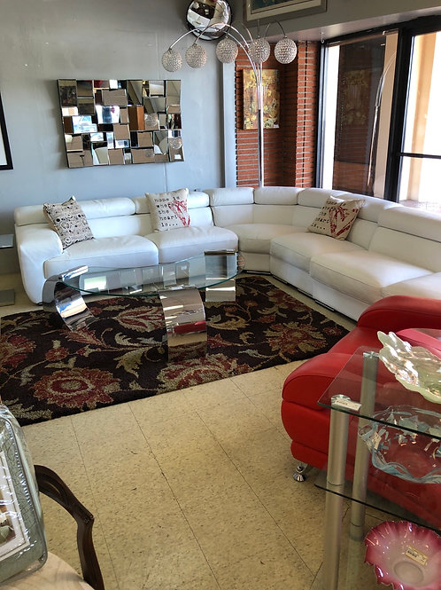 Leather sectional in beautiful condition. 'Modern.