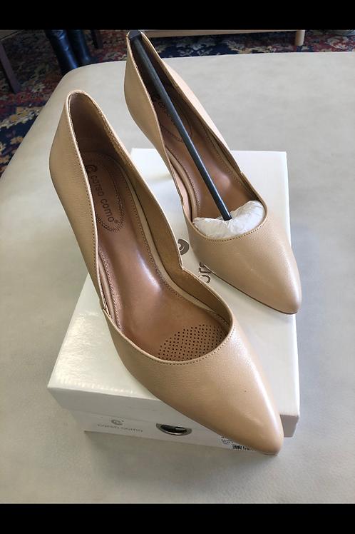 Cordova Comi Heels NEVER USED Size 8.5