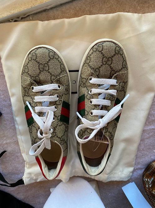 Child's Gucci Sneakers in size 13.