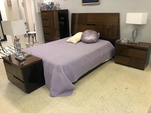 El Dorado 4 pc bedroom set. Like new