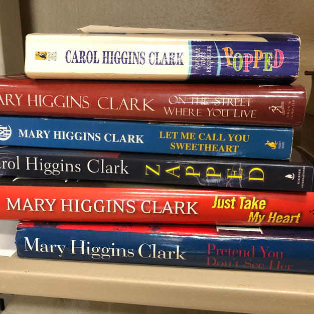 6 Higgins Clark books (Mary AND Carol!)
