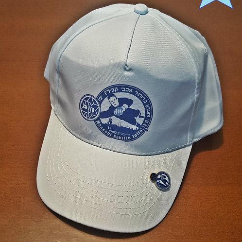 כובע עם סיכה