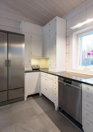 Uudisrakennuksen keittiö 1920-luvun tyyliin, Orivesi »
