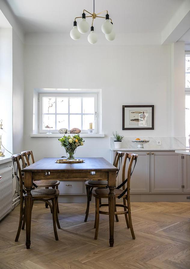 Arvoasunnon keittiö ja kiintokalusteet, Helsinki »