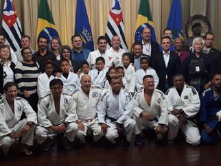 Assinatura da parceria do ICC com a prefeitura de Ribeirão Preto.