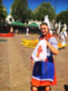 アルクマール,チーズ,チーズ市,民族衣装,女性,観光,ガイド,