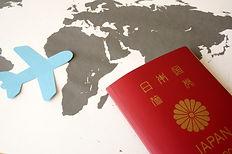 パスポートと海外.jpg