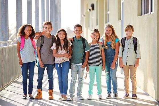 elementary-school-kids-stand-in-corridor