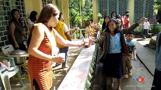 MRS PHILIPPINES CANADA 2016 CONDUCTS FEEDING PROGRAM FOR STUDENTS