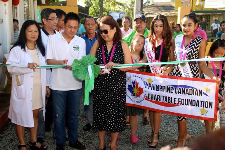 Ricky Cuenca and Rosemer Enverga (2nd and 3rd from left) led the ribbon cutting during the turnover ceremony