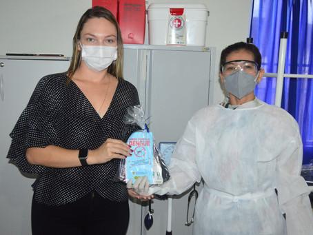Prefeitura entrega kits de higiene e prevenção contra a covid-19 em três Unidades de Saúde