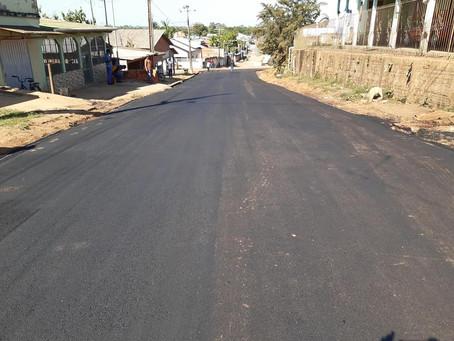 Rua Santos Dumont recebe pavimentação asfáltica por parte da Prefeitura Municipal